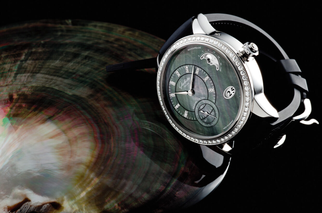 Mother-of-pearl A mother-of-pearl dial is always cut in one piece from the shell and is only 0.4 mm thick. In order to protect the razor-thin material from breaking, it is mounted on a brass or German silver disc, which is also only 0.4 mm thick. Additional colour effects can be achieved by applying, for example, blue or pink lacquer between the dial and its support; the colour then filters through the mother-of-pearl, lending it a special coloured shimmer.