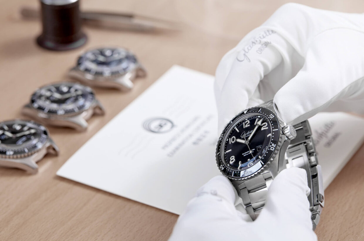 Strict quality standards The SeaQ Panorama Date meets the most rigorous German and international standards of quality. Each watch is thoroughly analysed in-house and tested for water resistance and airtightness at under- and overpressure.