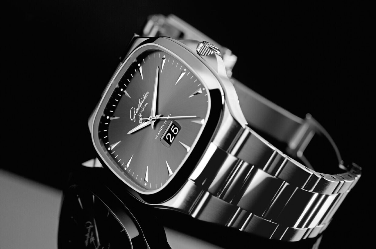 White gold hands Hour and minute hands in white gold with Super-LumiNova inlays