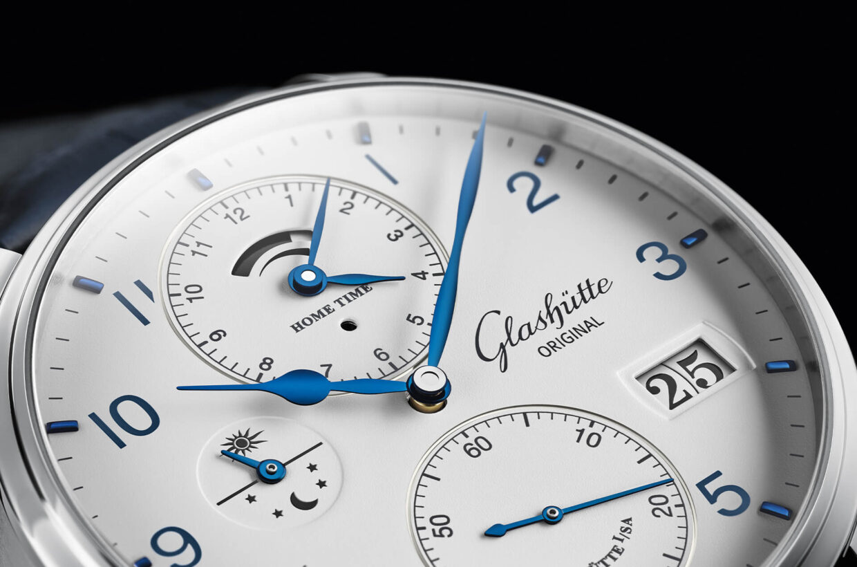 White dial Matte white lacquered dial, applied indexes and Arabic numerals in blue, pear-shaped blued hands, printed minute ring and scales