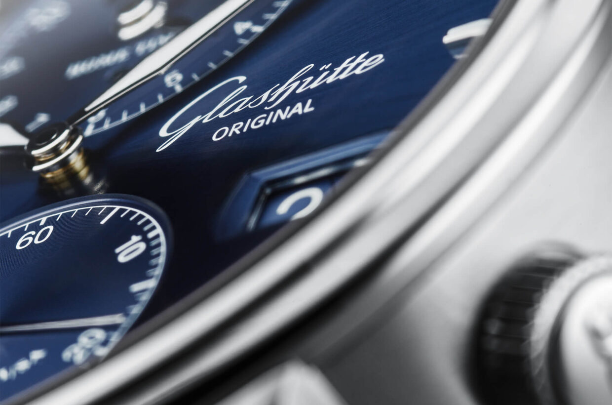 High-contrast dial Galvanic blue dial with sunray finish, applied rod indexes and hands with Super-LumiNova, optimal legibity under all light conditions