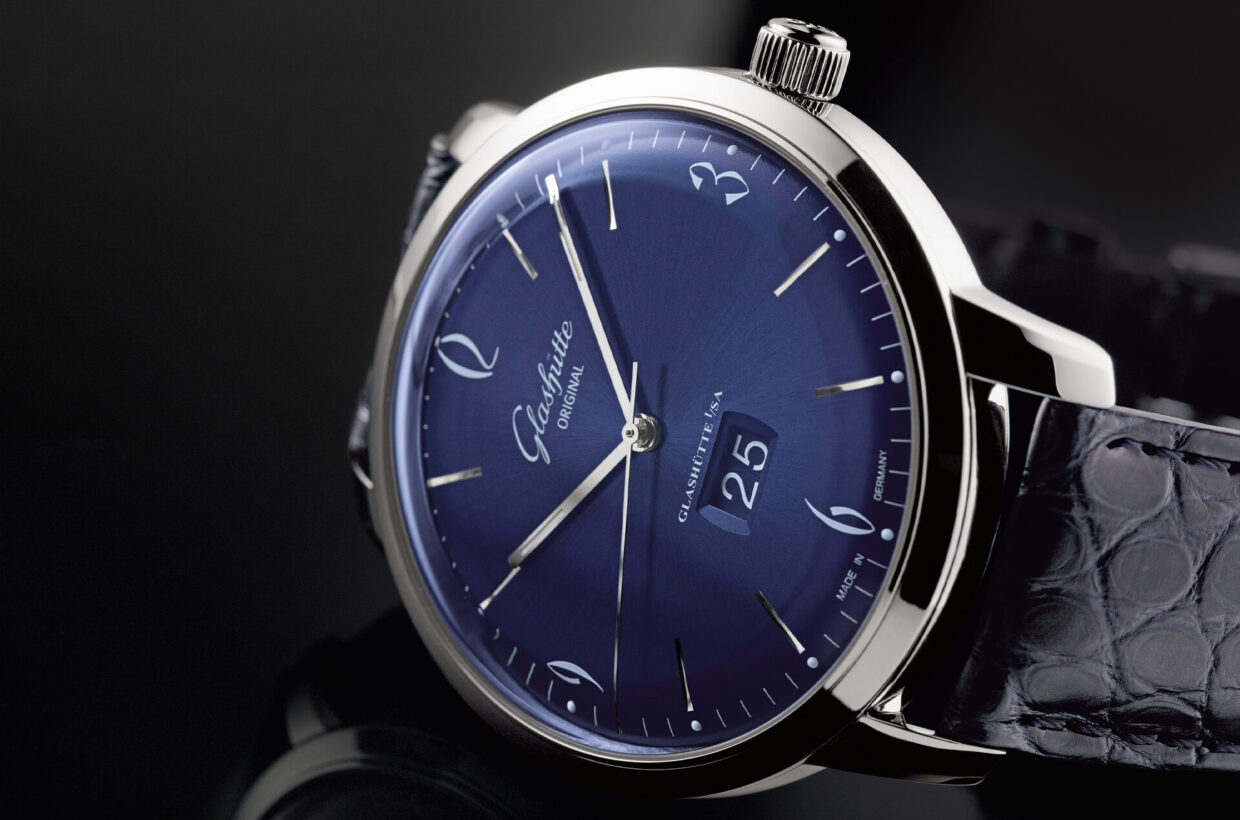 Blue dial Domed galvanic blue dial with sunray finish and incised hour indexes, white Arabic numerals and a finely drawn white minute scale with luminous dots