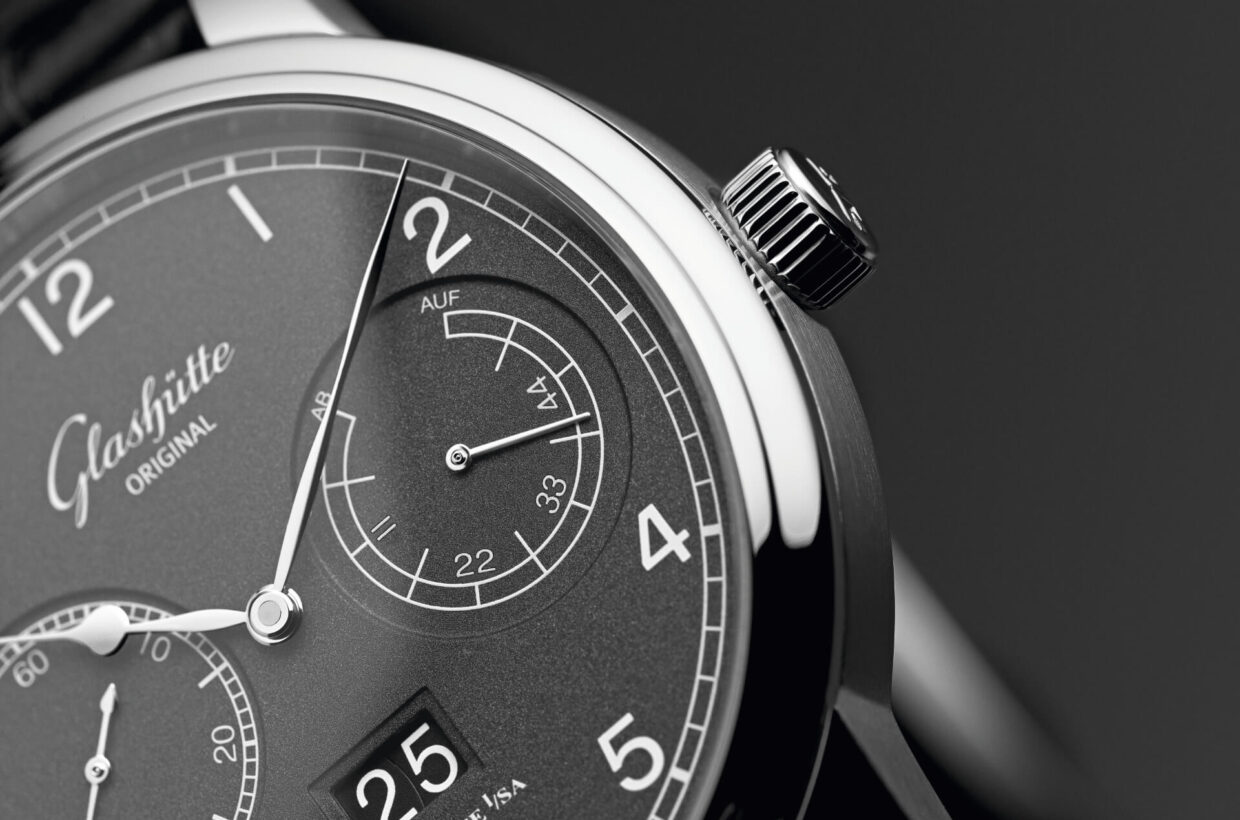 Grey-grained dial Lacquered and grey-grained dial, polished hands in classic pear shape, balanced displays for small seconds and power reserve, black Arabic numerals