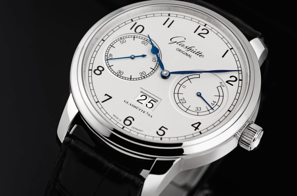 Classic design Harmonious interplay of classic and high-contrast elements including blued hands, a fine black railroad chapter ring and Arabic numerals set against a light ground