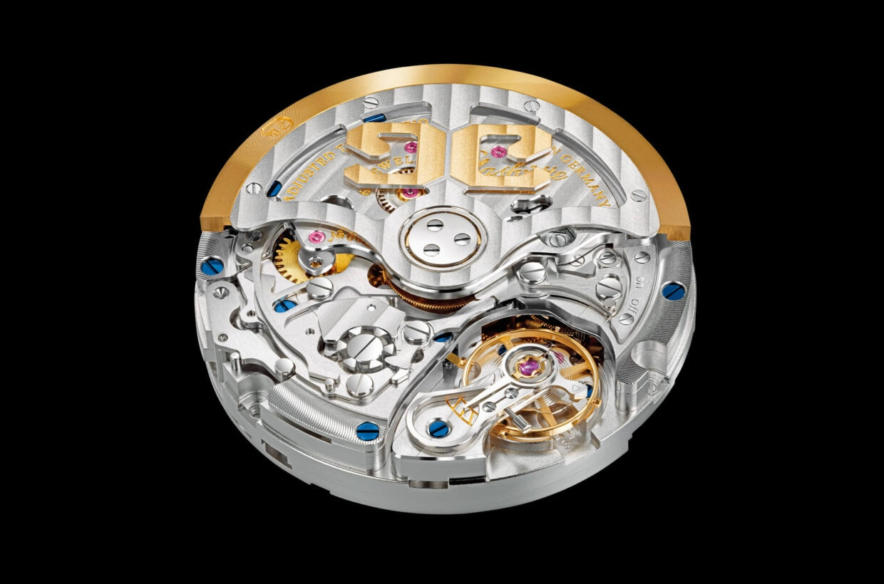Movement with traditional finishes Traditionally finished manufactory movement with Glashütte stripe finish, polished steel parts, twice-galvanised engravings, blued screws