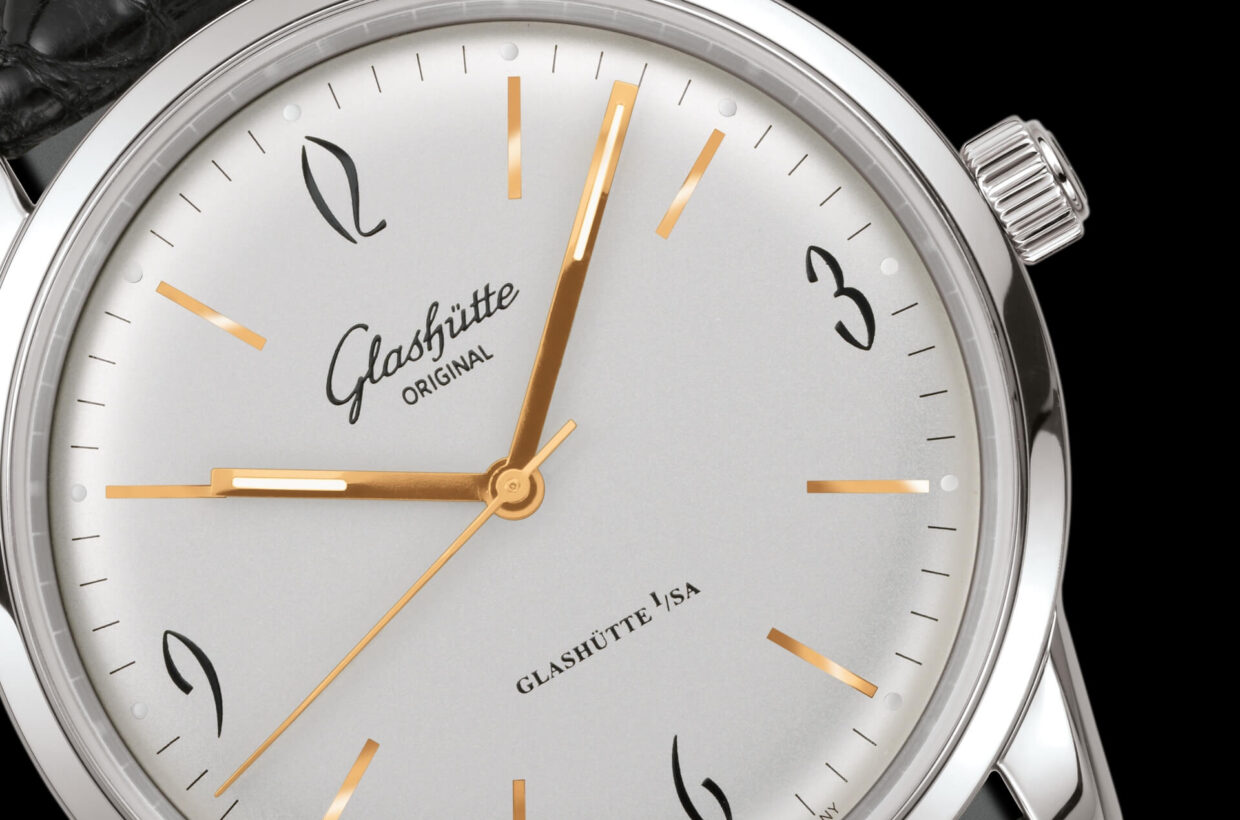 Sophisticated details A number of sophisticated details take up the design language of the 1960s: the characteristic curved dials, hands and sapphire crystals, for example, or the extravagant typography of the four Arabic numerals.