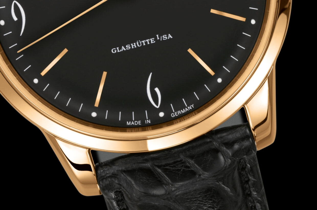 Black dial Domed, galvanic black dial with incised hour indexes, white Arabic numerals and a finely drawn white minute scale with luminous dots