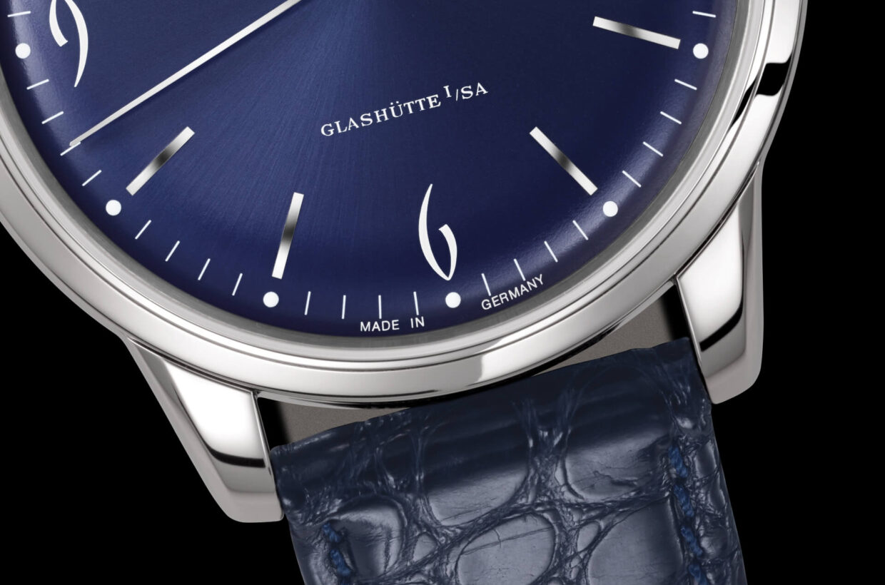 Blue dial Domed, galvanic blue dial with sunray finish and incised hour indexes, white Arabic numerals and a finely drawn white minute scale with luminous dots