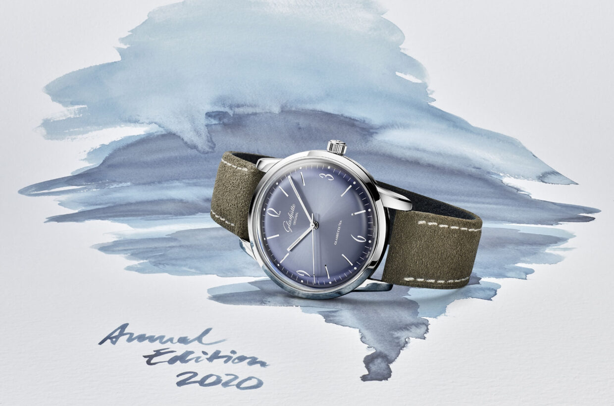 Unique dial The coolly shimmering, domed dials feature a delicate sunray finish. Dark blue lacquer at the rim ensures the striking dégradé effect on the dial, which is entirely coated with glacier-blue lacquer.