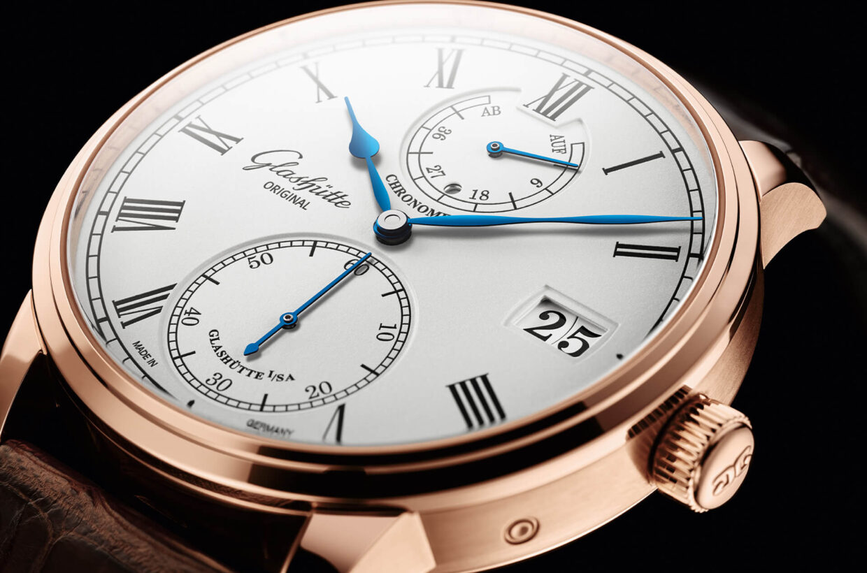 Silver-coloured dial Dial with silver-coloured grainé lacquer, laser engraved and galvanised black displays, polished and blued hands, running time display and small second on lower dial level