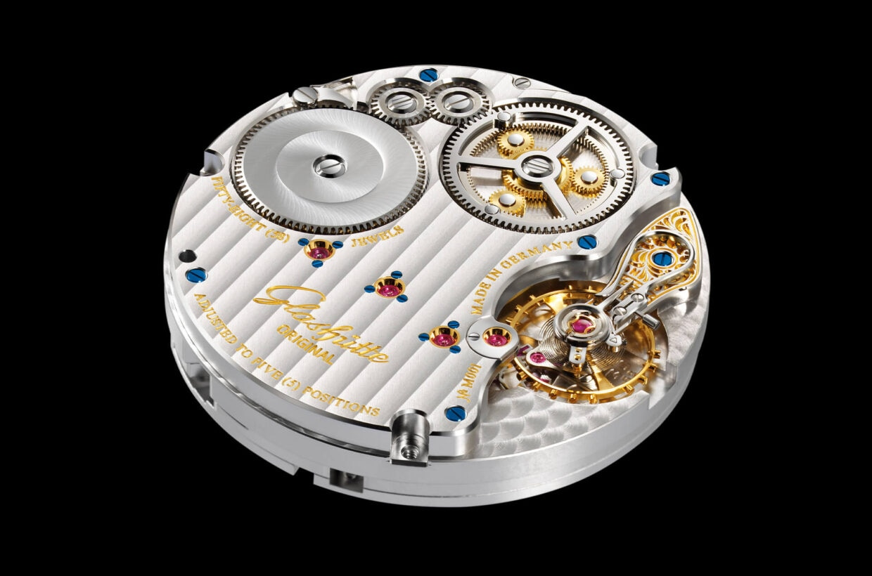 Movement with traditional finishes Traditionally finished manufactory movement with Glashütte stripes finish, twice-galvanised engravings, blued screws and screw-mounted gold chatons
