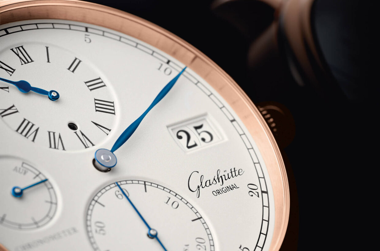 Silver-coloured dial Dial with silver-coloured grainé lacquer, laser engraved and galvanised black displays, polished and blued hands, running time display, small second and hours on lower dial level