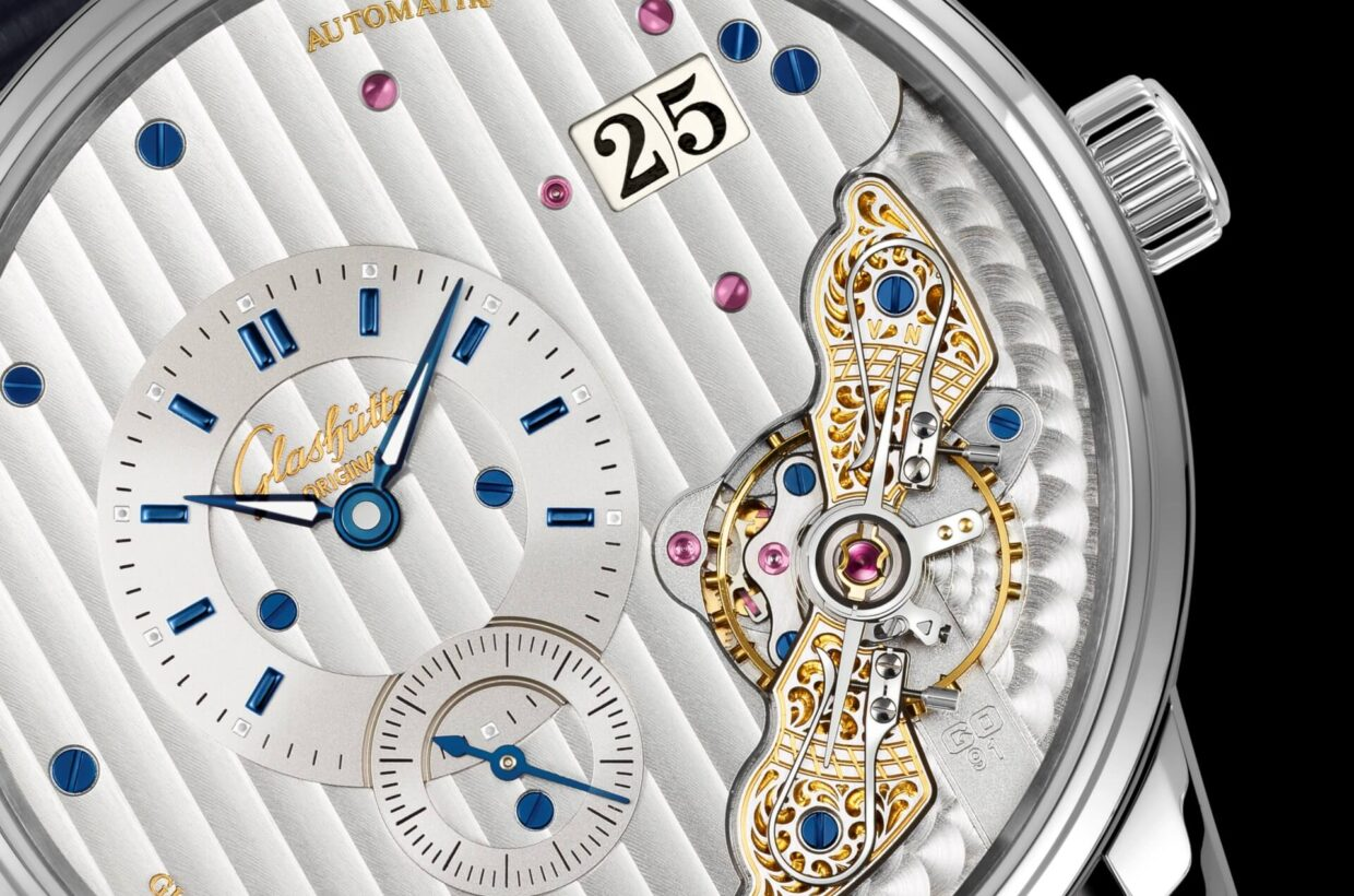 Rhodium-plated dial Galvanic rhodium dial, blue appliques, display of hours and minutes on upper dial ring, small seconds on lower dial ring, blued hands partially inlaid with Super-LumiNova
