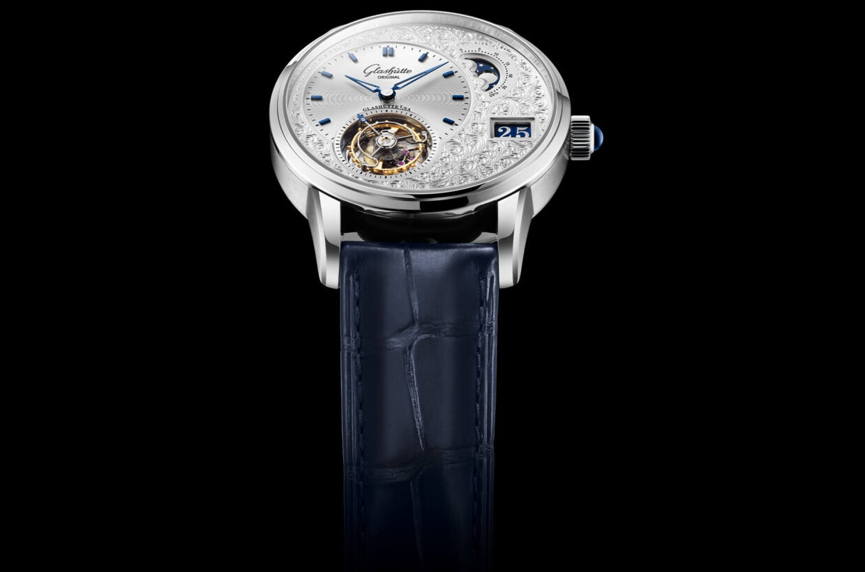 Striking dial Asymmetric dial layout, blanks in solid gold, elaborate hand engravings, subsequent galvanic silver-plating