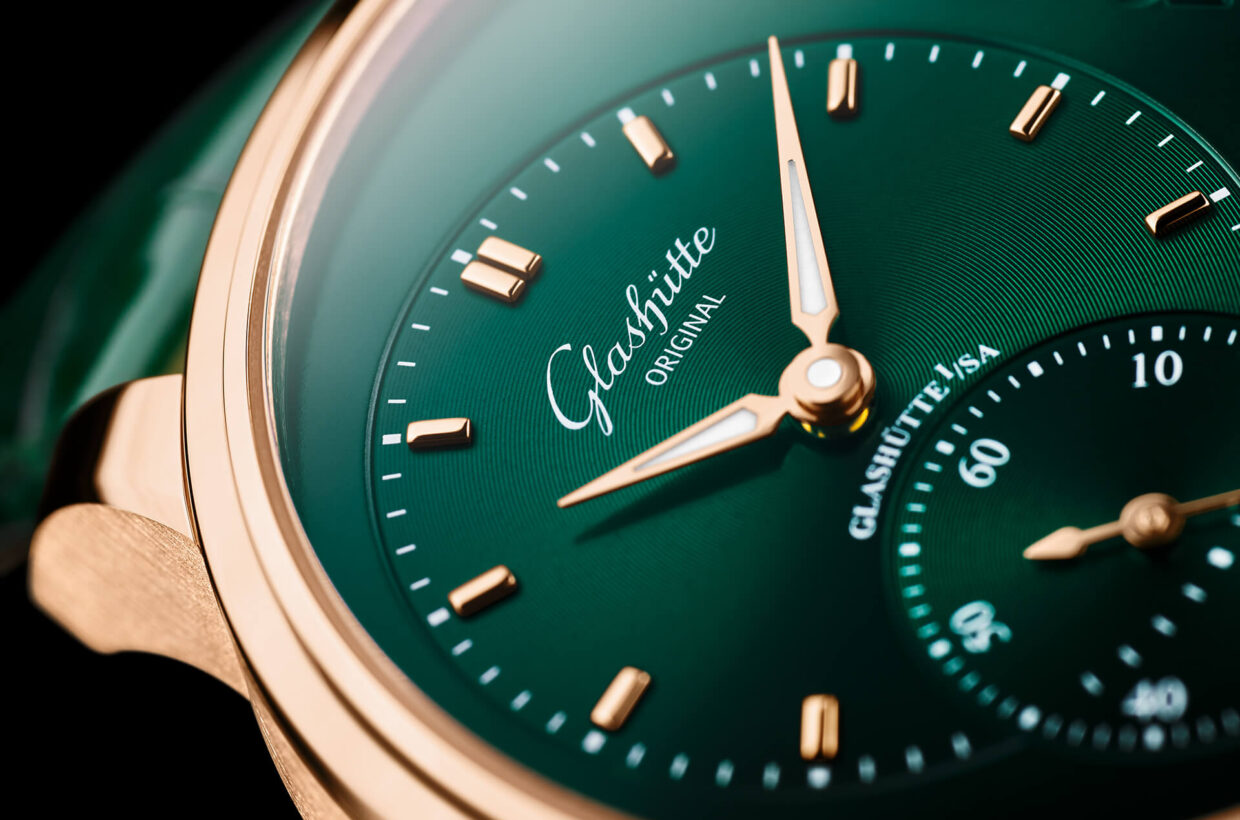 Colour-play in green The colour gradient on the hand-crafted dial is particularly eye-catching: starting from an intense dark green in the centre, the colour changes gradually to black at the edges.