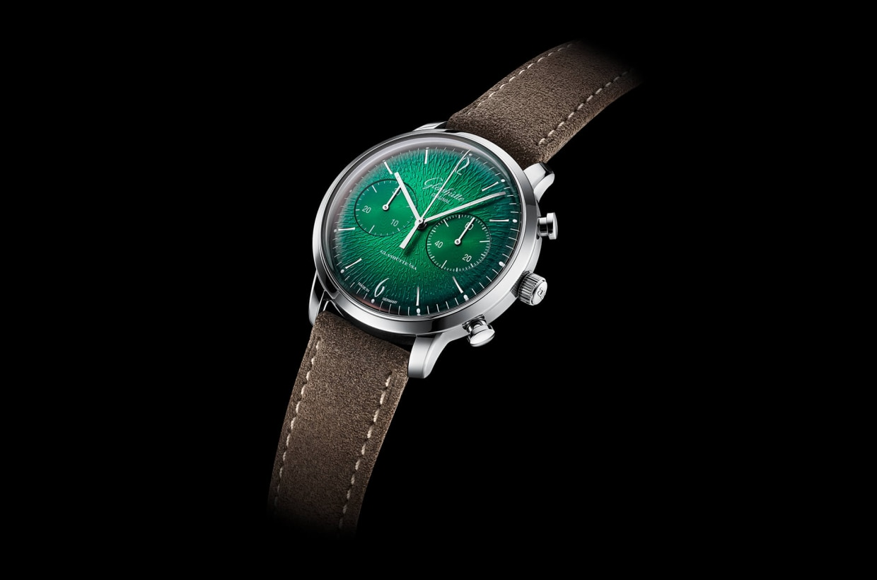 Custom-made for the modern dandy Like the trendsetters of the Swinging Sixties, this latest addition leaves nothing to chance when it comes to looks and rhythm. The new chronograph features a dark green dégradé dial, a handmade automatic movement and charisma as cool as anything the music and fashion of the sixties had to offer.