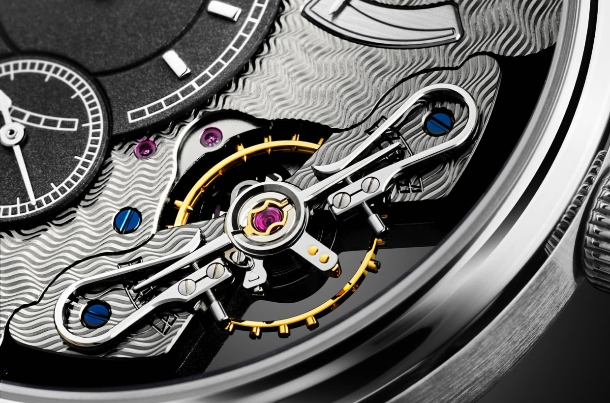 A revelation of inner beauty The new PanoInverse – Limited Edition in platinum is a very special interpretation of the idea, which was to present the inner beauty of the movement on the dial side of the watch. To this end, numerous components that are normally visible only through the sapphire crystal case back were mounted in inverse order, and several components and assembly groups were newly developed.